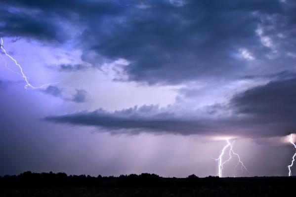 В плохую погоду спасатели рекомендуют оставаться дома
