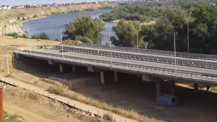 Строительство моста через Ахтубу под Волгоградом сняли на видео