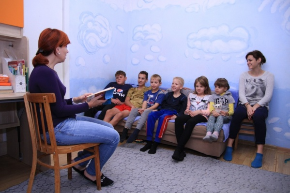 Ирина Кузьмина обучает детей дома