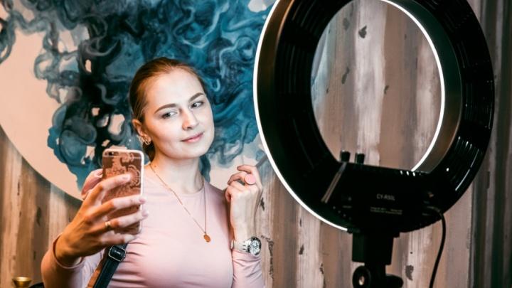 Афиша 74.ru: отмечаем День студента, вспоминаем 90-е и тестируем робота-мужчину