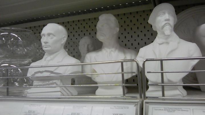 В самарских супермаркетах начали торговать сувенирными бюстами Путина