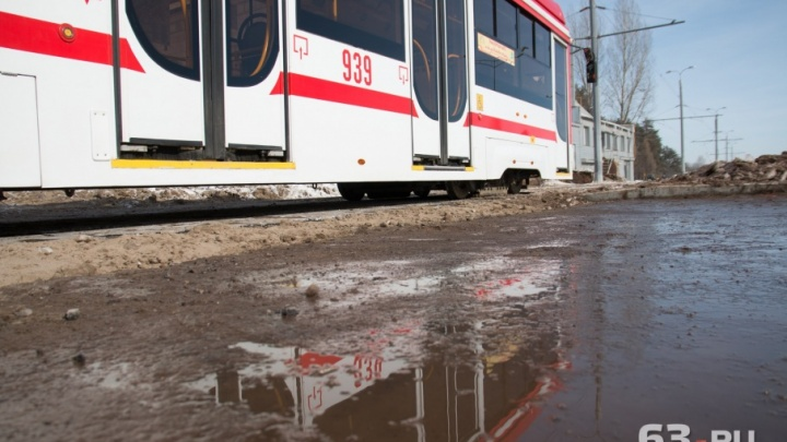 На улице Ташкентской рельсы сравняют по высоте с дорогой