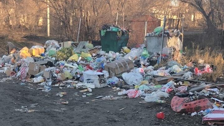 В Краснооктябрьском районе Волгограда вырос новый мусорный Эверест