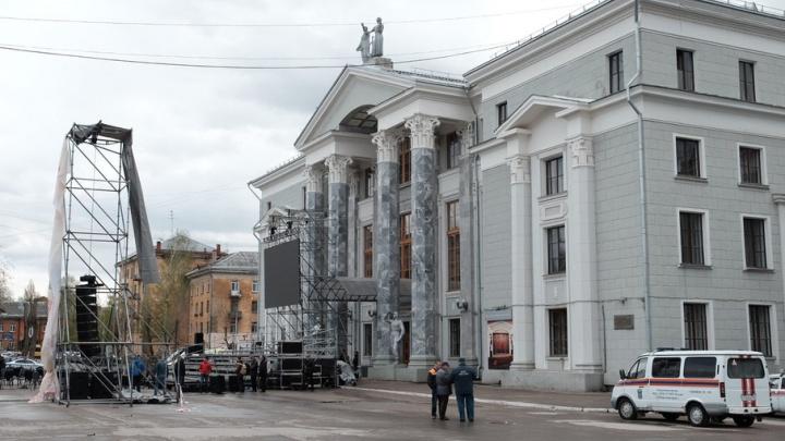 Падение конструкции у ДК Солдатова могло произойти из-за отсутствия качественного крепления