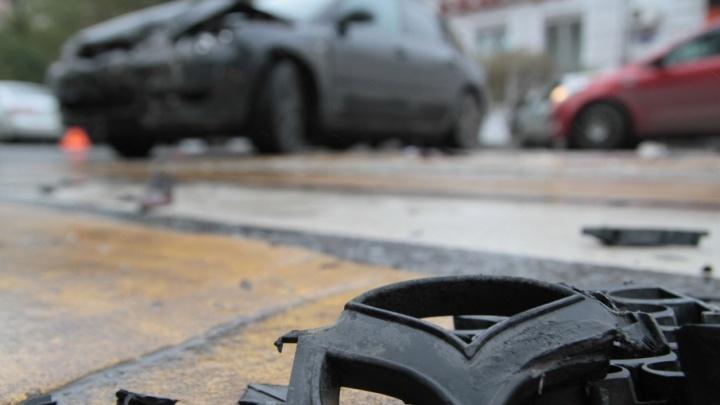 В «Суворовском» столкнулись Mazda и Hyundai: есть пострадавший