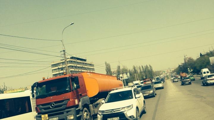 Центр Волгограда полностью скован девятибалльными пробками