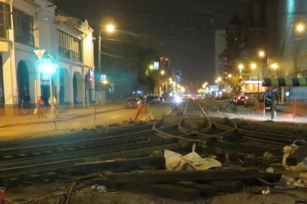 Будьте внимательны и осторожны: трамваи на вокзал не идут, укладывают асфальт