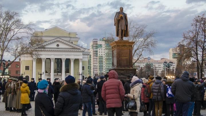 С третьей попытки: в Челябинске открыли памятник премьер-министру