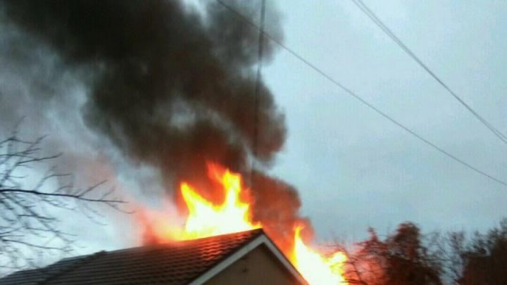 «Хозяин дачи грелся, уснул и сгорел»: в Самаре полыхали два дома в частном массиве