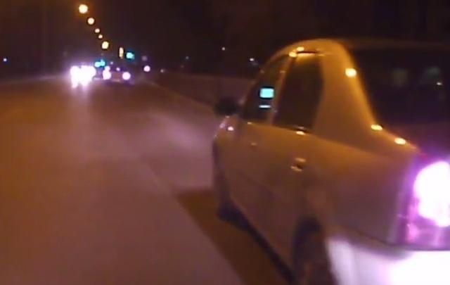 В Ростове из-за брошенного камня подрались водители такси и автобуса