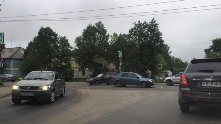 «Четырка» столкнулась с «Рено-Логан» на одном из перекрестков Архангельска