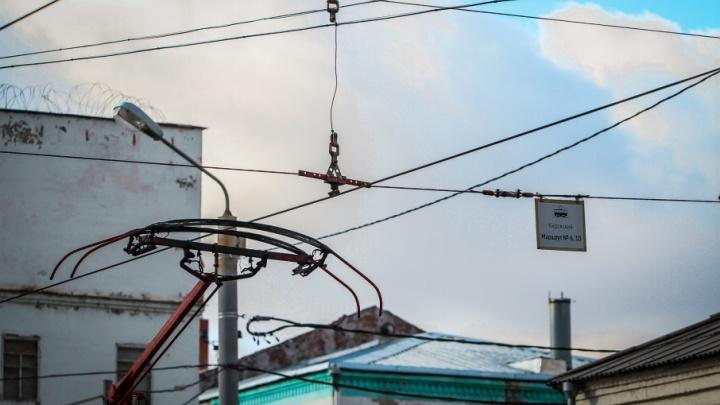 Отрезал ножницами: в Новочеркасске задержали похитителя трамвайных проводов