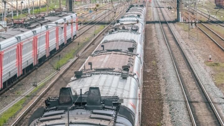 В Сызрани пожилую женщину, которая шла по путям, сбил грузовой поезд
