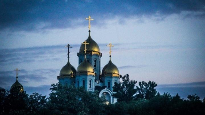 Красоту пробуждающегося на рассвете Мамаева кургана показал волгоградский фотограф