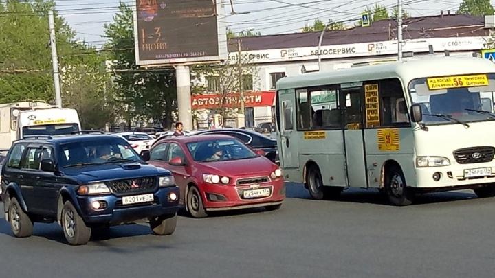 «Гнал, орал, потом врезался»: в Челябинске столкнулись две маршрутки