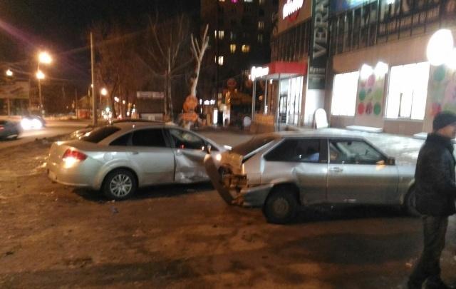 В Самаре водитель Hyundai «отбросил» вазовскую легковушку в FIAT
