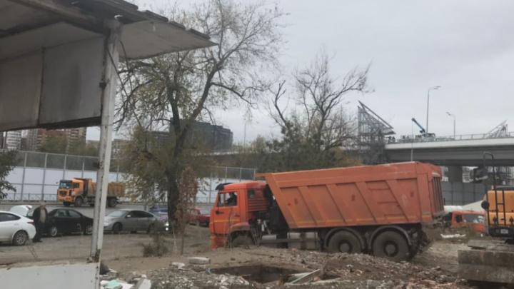 В Ростове сносят незаконно построенное кафе под Ворошиловским мостом