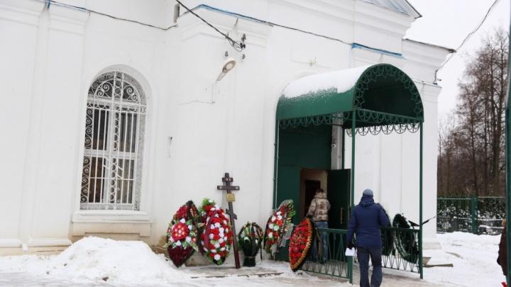 Похоронный бизнес: пенсионерка обманывала клиентов ритуальных услуг