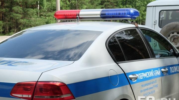 В Прикамье столкнулись шесть автомобилей – погиб дорожный рабочий