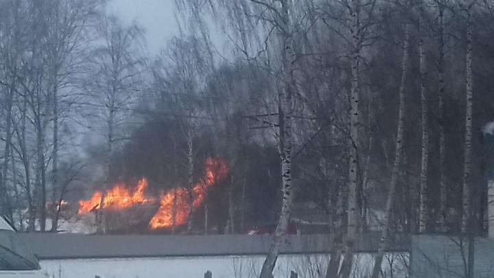 Из-за страшного пожара беременная женщина и её семья остались на улице