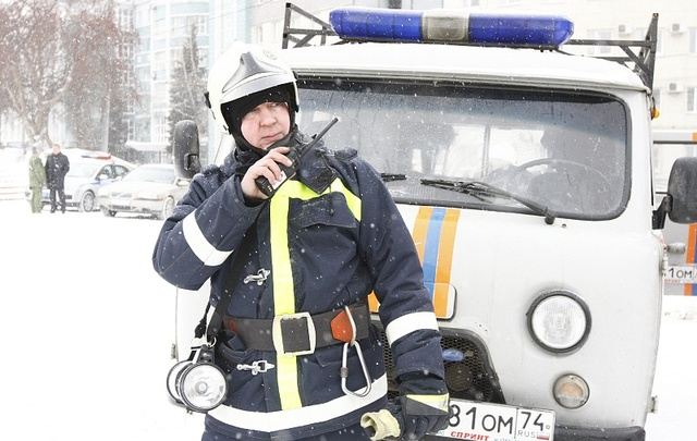 Спасатели Северодвинска сняли девочку со стены заброшенного дома