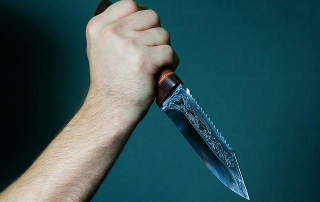 Безработный северодвинец ударил ножом свою подругу