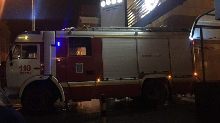 «Было много дыма»: в караоке-клубе «Сова» загорелась проводка