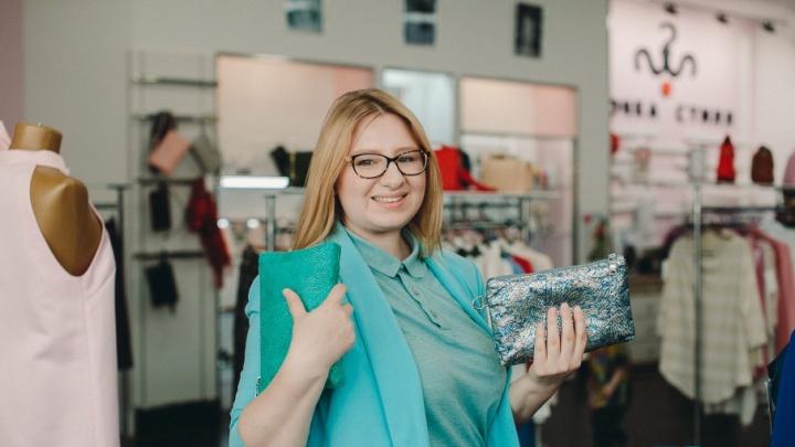 Бизнес в декрете: молодая мама, переехавшая в Тюмень, шьет эксклюзивные сумки из кожи лосося
