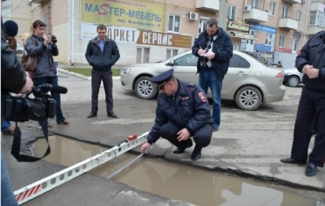 Обрыв без отбойника и широкие ямы: ГИБДД проверила дороги Ростовской области