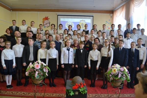 Ученикам школы рассказали о Игоре Серове, в честь которого назвали школу