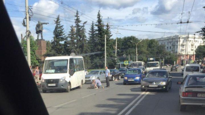 Велосипедист, попавший под колеса авто на проспекте Октября, загремел в больницу