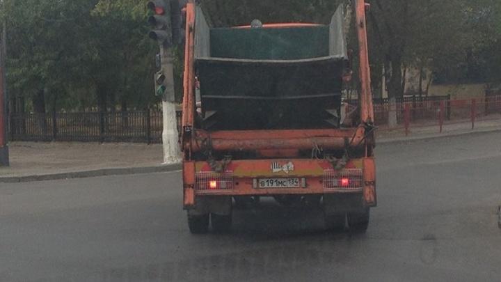 Волгоградцы испугались «шумахера» на мусоровозе