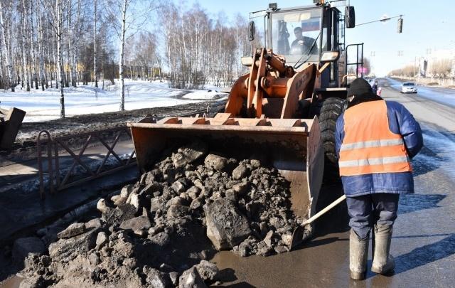 Власти Ярославля рассказали, когда из города вывезут весь грязный снег