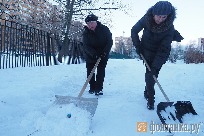 Субботник возле школы №394 Красносельского района