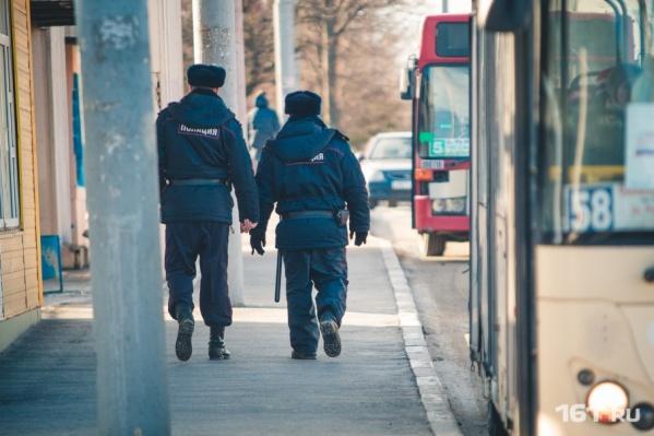В Пролетарском районе Ростова полиция разыскивает подозрительного мужчину