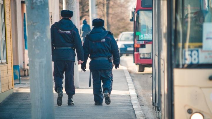 В Ростове разыскивают мужчину, который возле школы приставал к девочке