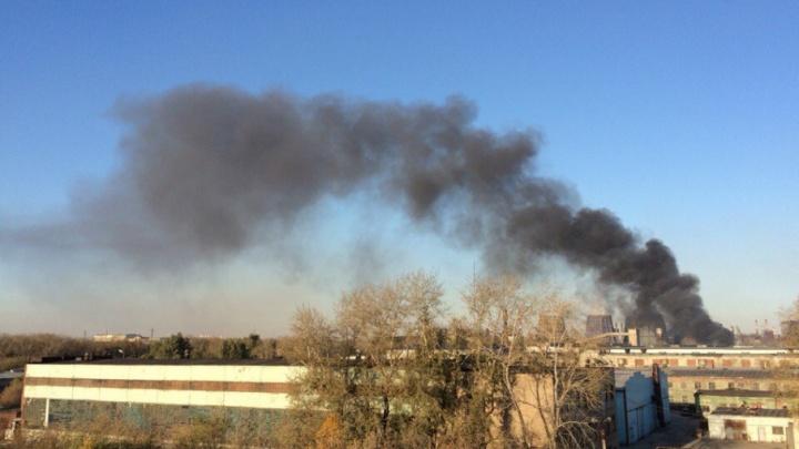 В Металлургическом районе загорелось крупное административно-производственное здание