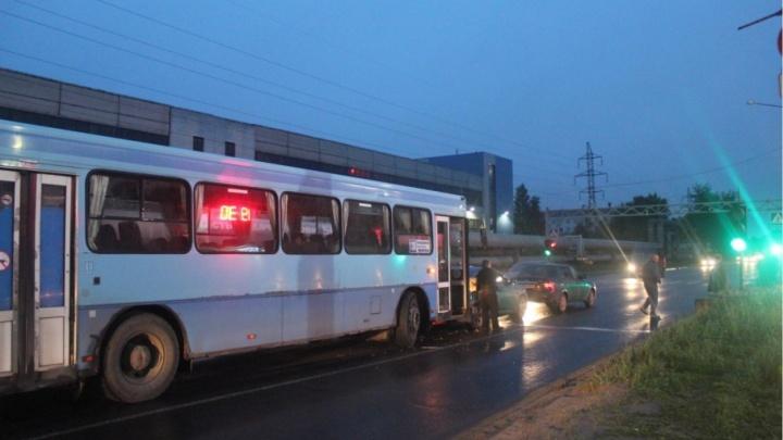 В Северодвинске междугородний автобус спровоцировал тройное ДТП