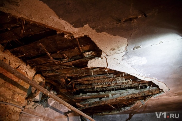 Потолок квартиры представлял угрозу для жизни людей