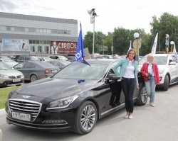 Сайт 72.ru и салон «АвтоМакс» поздравили Тюмень автопробегом