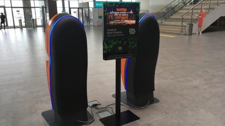 В пермском аэропорту появились стойки для зарядки мобильных телефонов