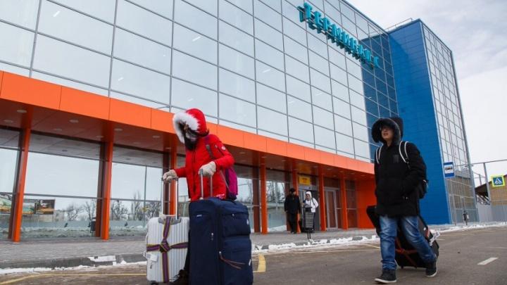 В Волгограде из-за снегопада не смог приземлиться самолет из Москвы