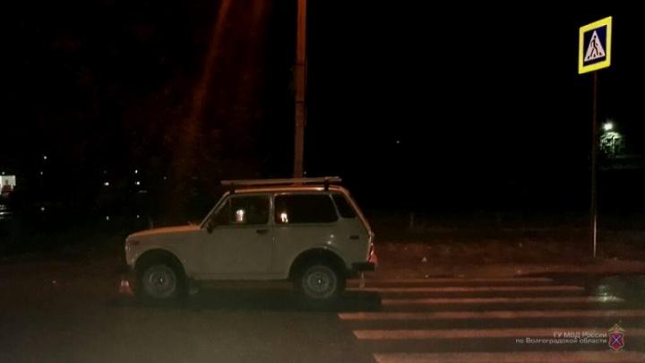 Сразу три пешехода оказались под колесами «Нивы» в Волгограде