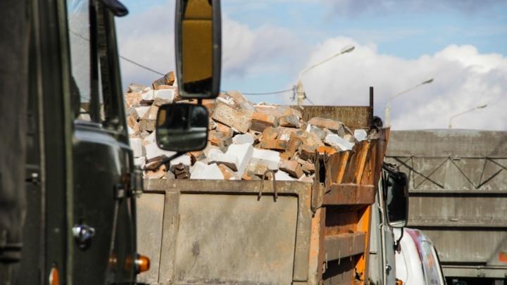 При столкновении двух грузовиков на трассе М-4 «Дон» погиб пешеход