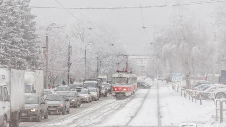 Трамваи остались без напряжения: на Ново-Садовой обесточили линию