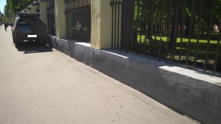 В аварии на проспекте Ленина иномарку вынесло на тротуар: пострадал ребёнок