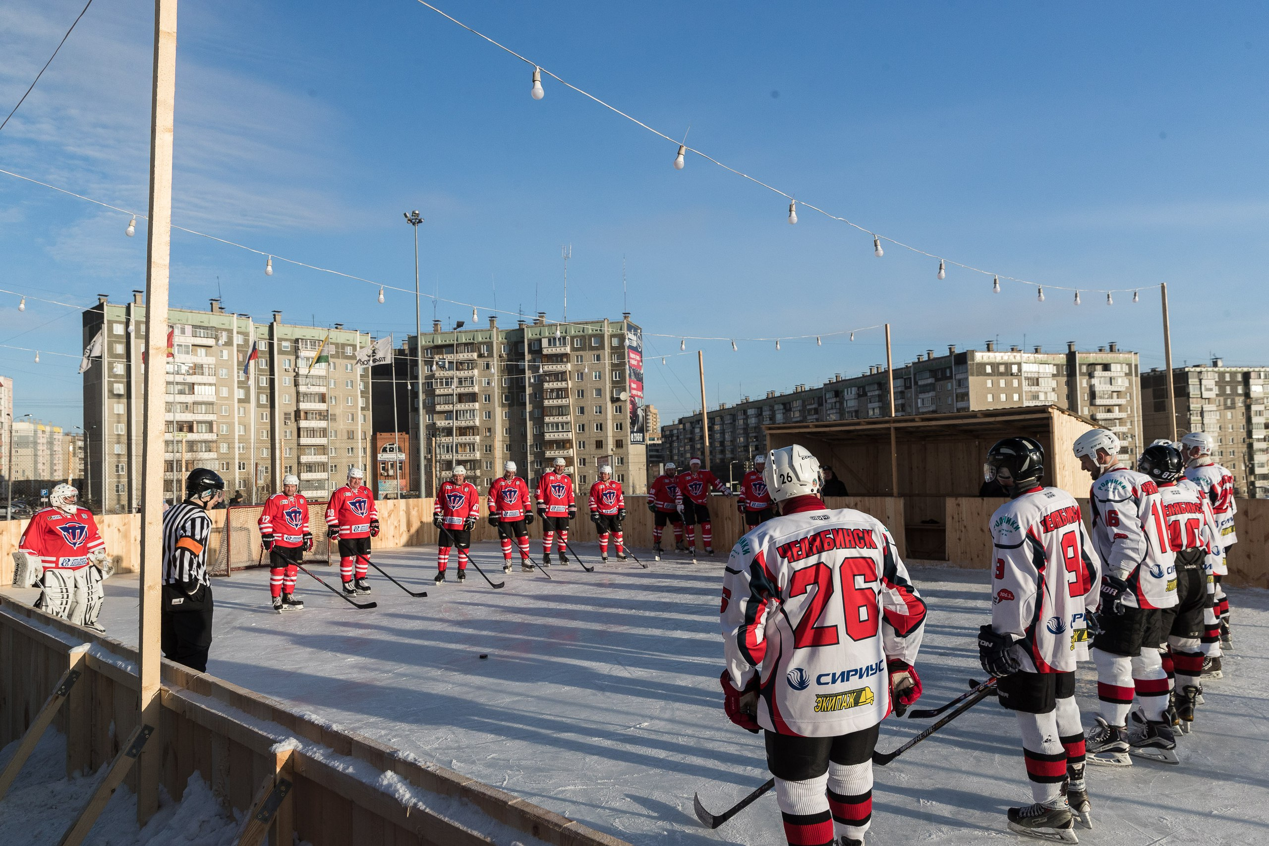 Каток оформили в ретростиле, приуроченном к 70-летию хоккейного клуба