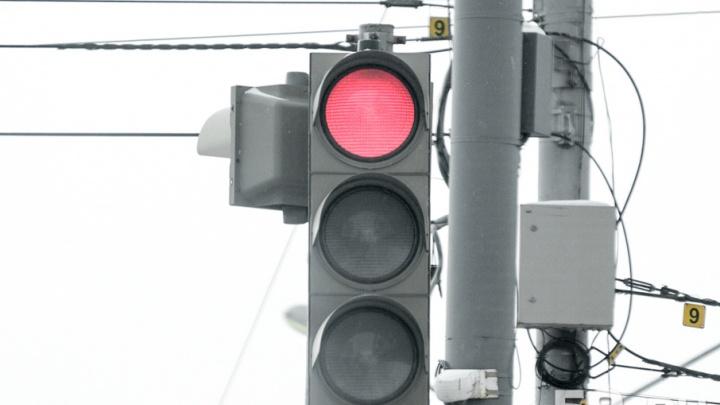На двух перекрестках Перми до вечера отключили светофоры