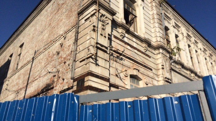Треснувший памятник архитектуры у площади Куйбышева скрепили стяжками