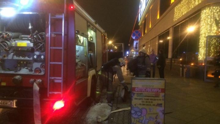 Пожар в торговом центре «Аура»: эвакуировали всех людей